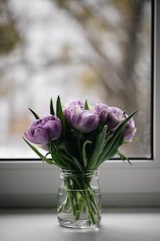 Close-up paarse tulpen foto. lente concept.