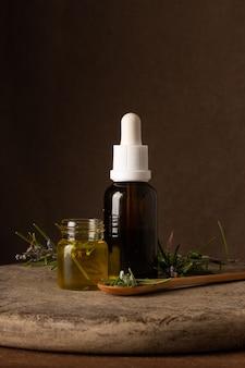 Close-up plastic fles met organische oi