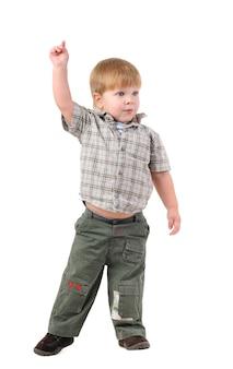 Close-up portret van een charmante kleine jongen op een witte achtergrond
