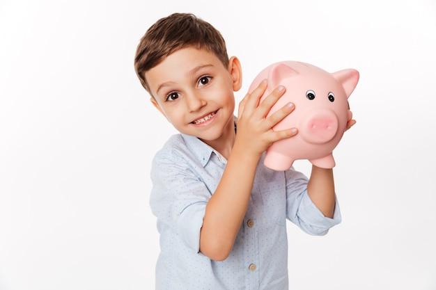 Close-up portret van een vrolijke schattige kleine jongen