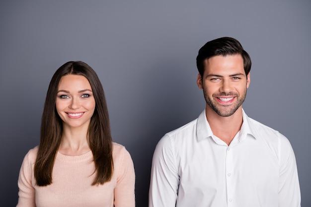 Close-up portret van mooie vrolijke paar corporate team