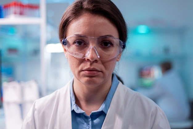 Close-up portret van wetenschappelijke specialistische gezondheidszorg in laboratorium