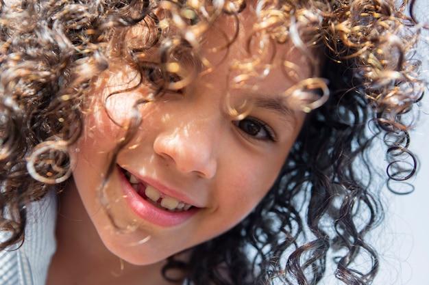 Close-up schattig smiley meisje
