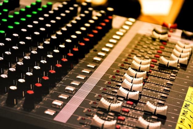 Close-up schuifbalk knop bediening soundboard mixer