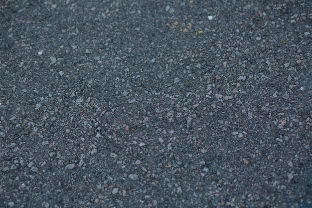 Close-up shot van een donkergrijze asfalttextuur