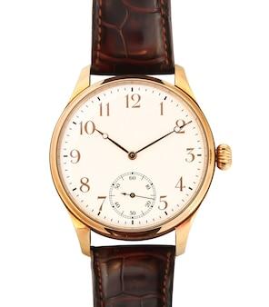 Close-up shot van een gouden horloge geïsoleerd
