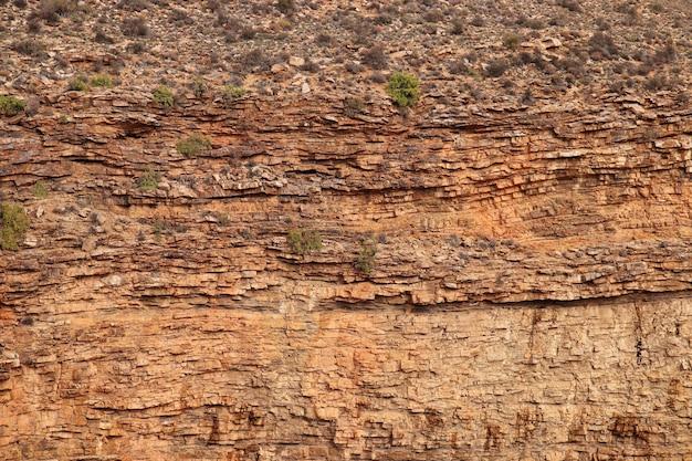 Close-up shot van een rotsformatie op het platteland