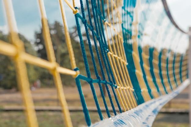 Close-up shot van een volleybal net vanaf de zijkant