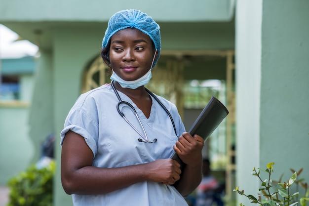 Close-up shot van een vrouwelijke arts