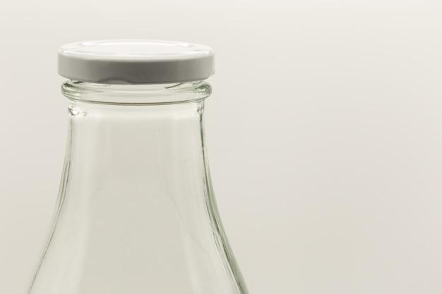 Close-up shot van een witte fles met een dop erop