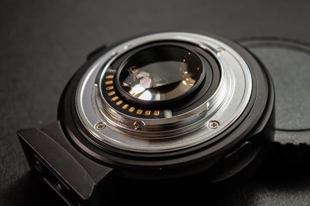 Close-up shot van een zwarte cameralens