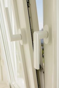Close-up shot van kunststof vinyl raam met beluchting