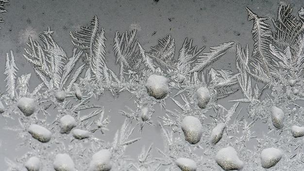Close-up shot van prachtige vorst patronen en texturen op een glas