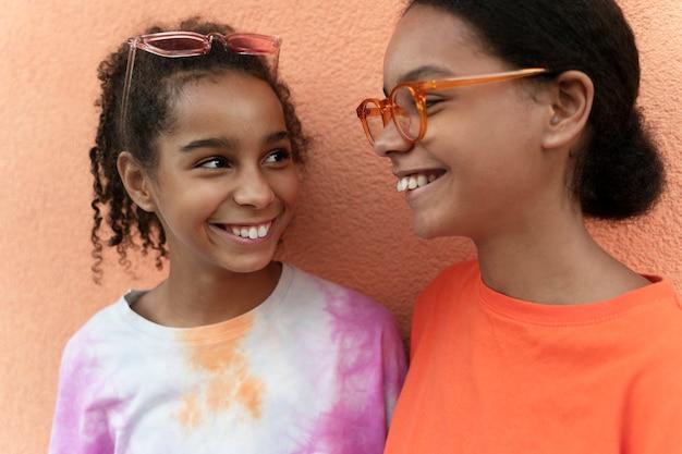 Close-up smiley meisjes samen
