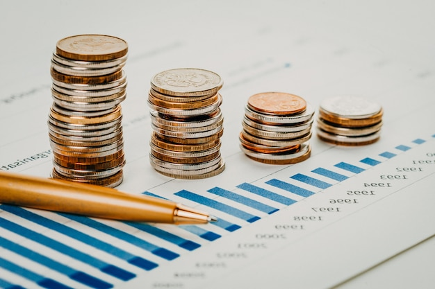 Close-up stapel munt op een tafel