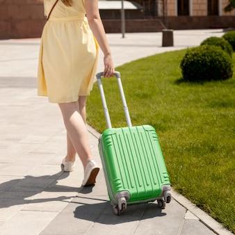Close-up toeristische dragende bagage