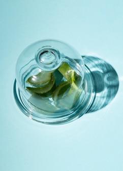 Close-up van aloë vera binnen een glas