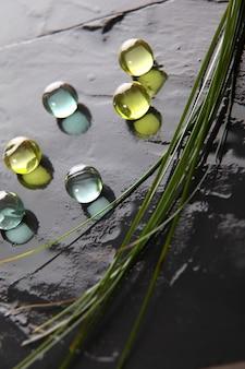 Close-up van badparels op natte lei