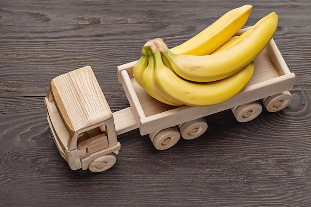 Close-up van bananen in een vrachtwagen met aanhanger