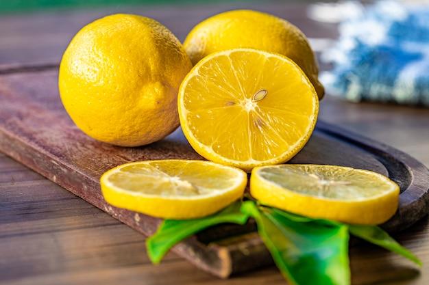 Close up van citroenen op houten oppervlak