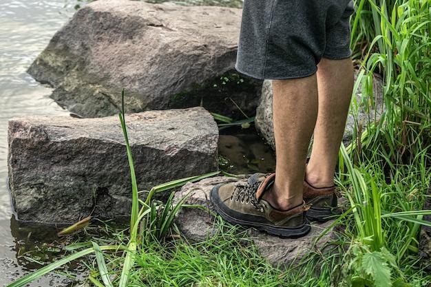 Close-up van comfortabele schoenen voor reizen en lange wandelingen.