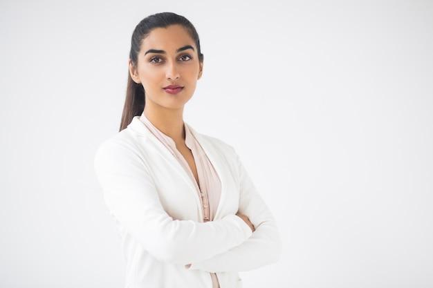 Close-up van content aantrekkelijke indische zaken dame