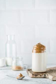 Close-up van dalgona-koffie