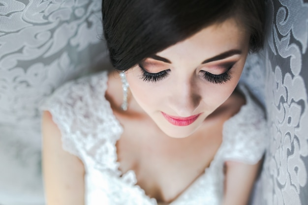 Close-up van de bruid klaar voor haar grote dag