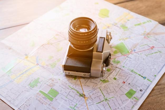 Close-up van de camera op de kaart