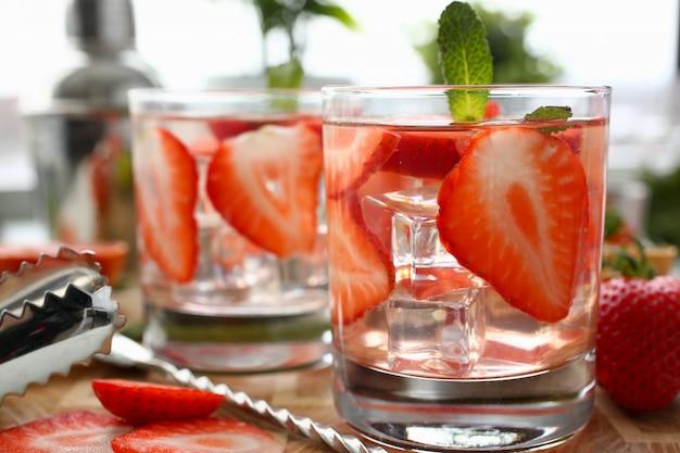 Close-up van de de stempel de naar huis gemaakte cocktail van de aardbei