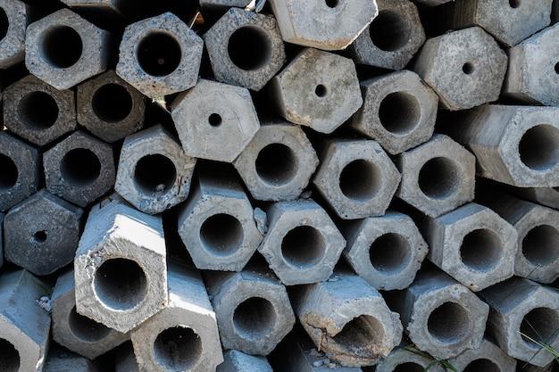 Close-up van de dwarsdoorsnede van een gestapelde betonnen paal