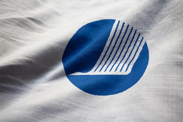 Close-up van de gegolfde vlag van de noordelijke raad, vlag van de noordelijke raad waait in de wind
