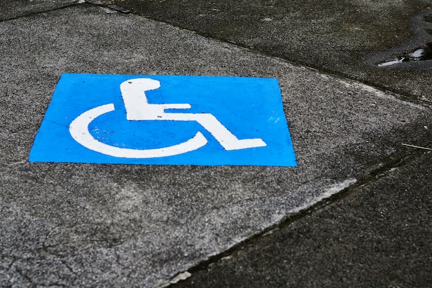 Close-up van de gehandicaptenparkeerplaats