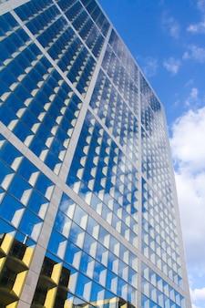Close-up van de grande arche in het zakencentrum la defense in parijs