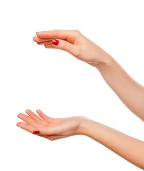 Close-up van de handen van de mooie vrouw, palmen omhoog. geïsoleerd op wit