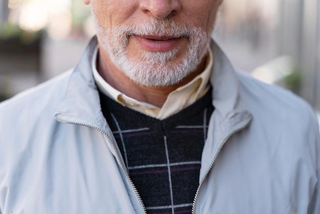 Close-up van de levensstijl van een oude man