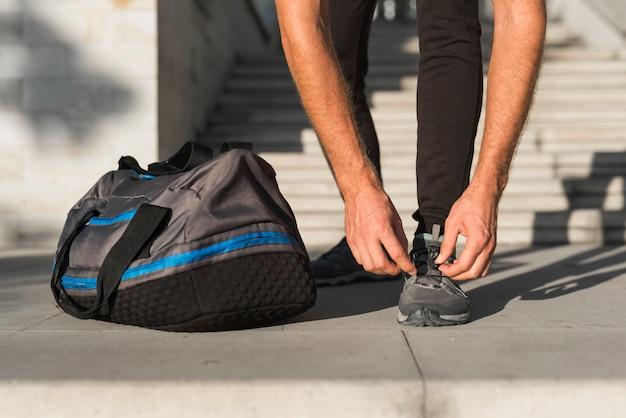 Close-up van de man klaar om te lopen
