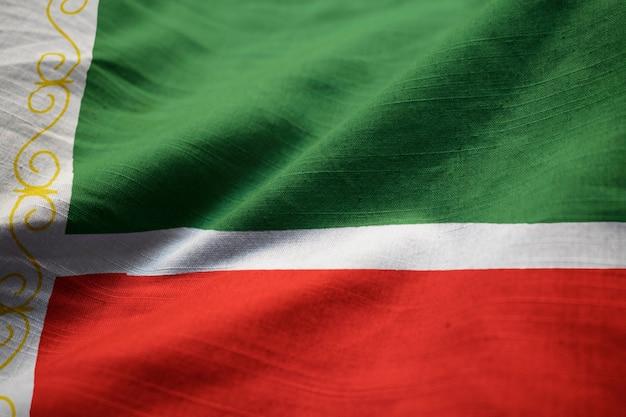 Close-up van de ruige tsjetsjeense republiek vlag, tsjetsjeense republiek vlag waait in de wind