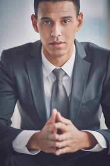 Close-up van de uitvoerende voordat een interview