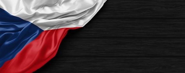 Close up van de vlag van de verenigde staten van tsjechië op de zwarte houten achtergrond 3d render