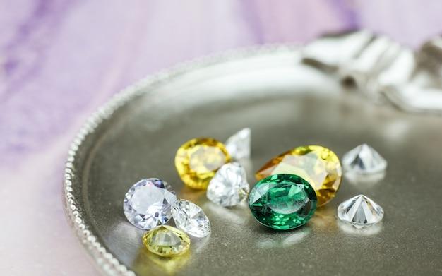 Close-up van diamanten verlovingsring liefde en huwelijk concept zachte en selectieve focus