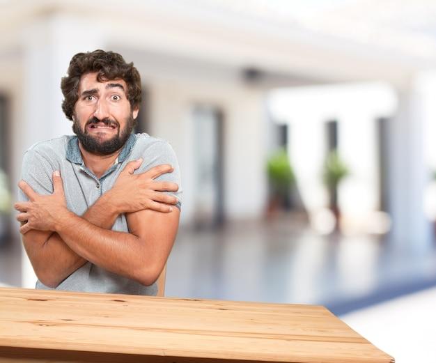 Close-up van doen schrikken mens met onscherpe achtergrond
