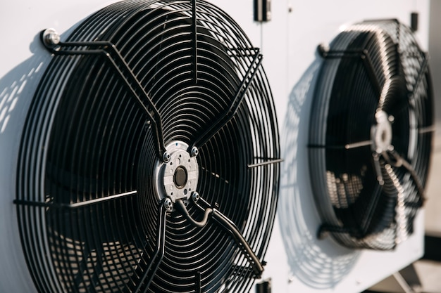 Close-up van een airconditioning ventilatorsysteem werken