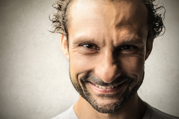 Close-up van een glimlachende man