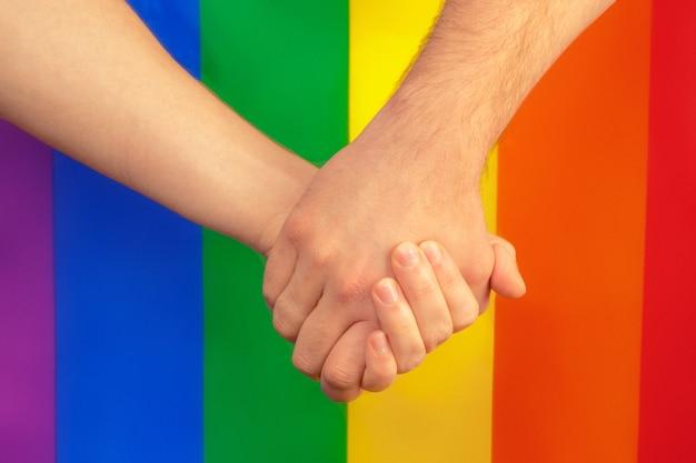 Close-up van een homo paar hand in hand