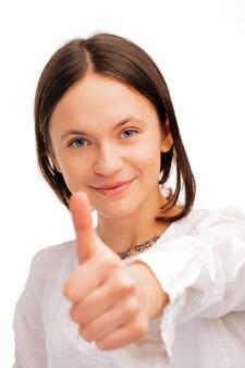 Close-up van een jonge vrouw die duimen over whire-achtergrond toont Premium Foto