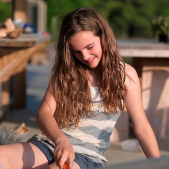 Close-up van een meisje glimlachend, lake of the woods, ontario, canada