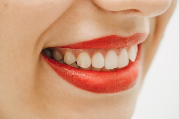 Close-up van een mooie vrouwenglimlach