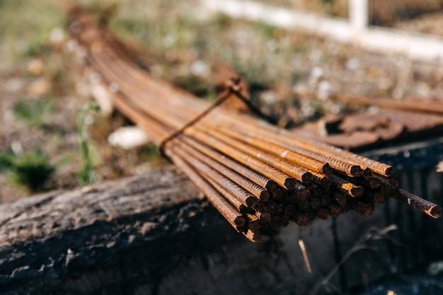 Close-up van een roestige metalen ankerstaven