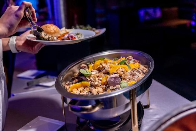 Close-up van een smakelijk gerecht tijdens een zakelijk evenement